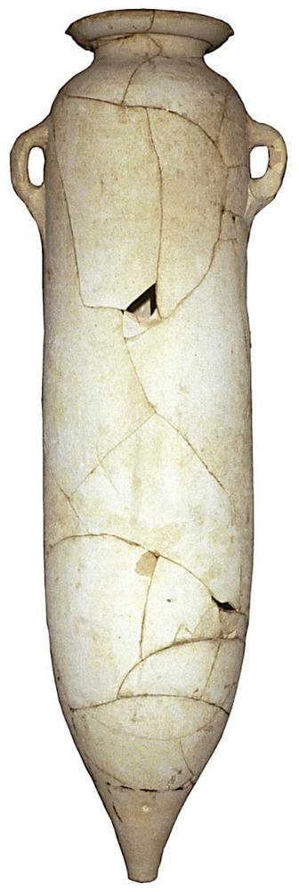 Àmfora púnica T-7.3.1.1, fabricada en un taller de Tunísia (potser a Cartago), trobada a la necròpolis de cala Vedella. Moderadament abundant a Eivissa. Contengut incert, <em>c.</em> 200-170 aC. E. 1:10. Foto: Joan Ramon Torres.