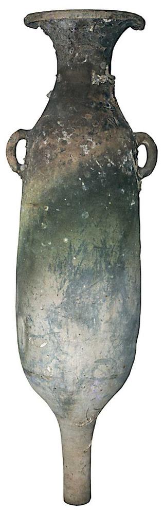 Àmfora púnica T-7.4.3.3, fabricada a la costa d´Andalusia o de la Mauretània Tinginata. Abundant a les Pitiüses, extreta d´un punt indeterminat del litoral d´aquestes illes. Contengut: salaó de peix, <em>c.</em> 100-25 aC. E. 1:10. Foto: Joan Ramon Torres.