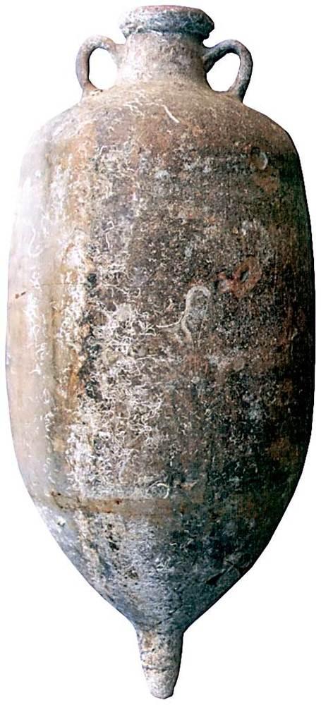 &Agrave;mfora Africana IIA, fabricada a la Bizacena (Tun&iacute;sia oriental). Moderadament abundant a les Piti&uuml;ses. Extreta d´un punt indeterminat del litoral d´aquestes illes. Contengut: sala&oacute; de peix, <em>c.</em> 190-300 dC. E. 1:10. Foto: Joan Ramon Torres.