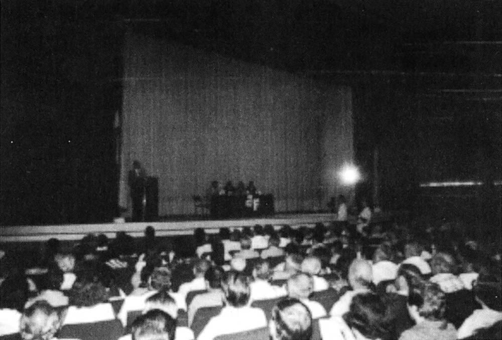Una altra imatge de l´acte electoral del 21 de setembre de 1982. Vista general de l´aspecte que oferia la sala. Foto: <em>Diario de Ibiza</em>.