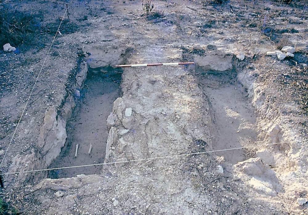 Les pallisses de Cala d´Hort. Necròpolis tardoantiga: les dues fosses excavades. Foto: Joan Ramon Torres.
