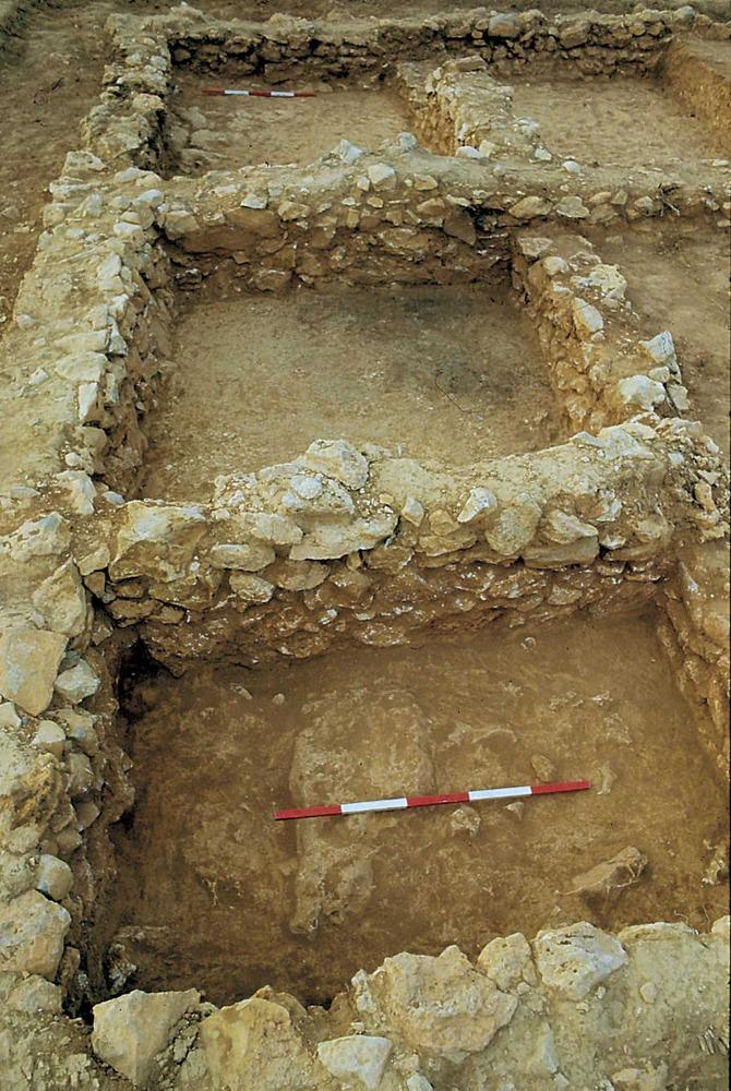 Sa Caleta. Barri sud. Els àmbits IX, X i XI. Els dos primers eren destinats a magatzem de galena argentífera (2a meitat del s. VII aC.). Foto: Joan Ramon Torres.