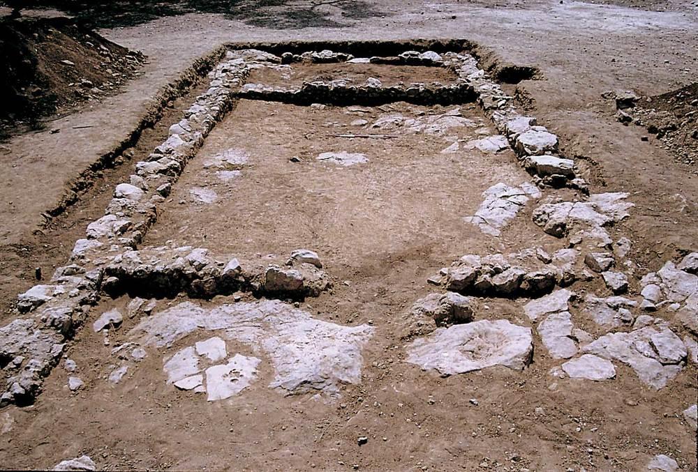 Sa Caleta. Unitat arquitectònica amb tres estances alineades (XXXIII-XXXV) del barri portuari (2a meitat del s. VII aC.). Foto: Joan Ramon Torres.