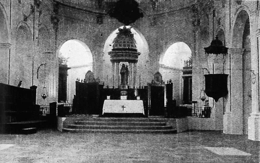 Catedral d´Eivissa. L´interior de la cap&ccedil;alera del temple abans de la Guerra Civil Espanyola. Foto: Extret de <em>Gu&iacute;a gr&aacute;fica Costa</em>.