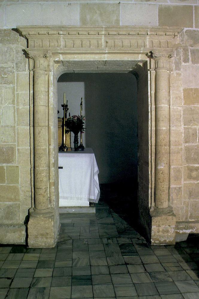 Catedral d´Eivissa. Porta renaixentista que comunica les capelles de Sant Miquel i de la Soledat. Foto: Joan Ramon Torres / Rosa Gurrea Barricarte.