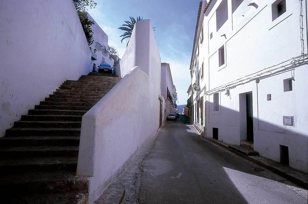 El carrer de Pere Tur, a la vila Nova. Foto: Vicent Marí.