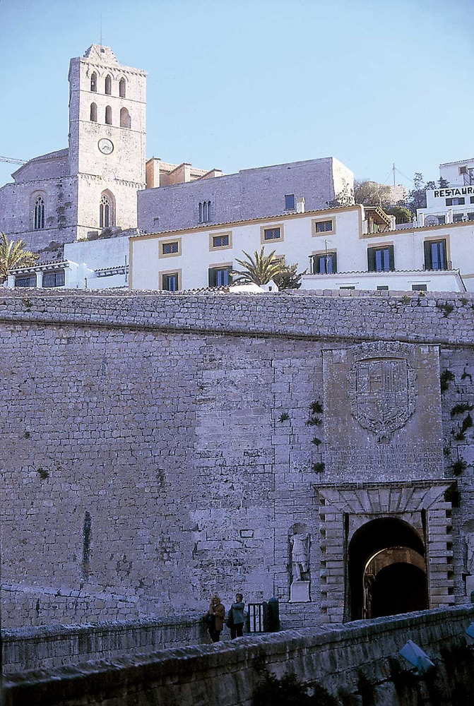 El portal de ses Taules, porta major de la fortificació que tanca i defineix Dalt Vila. Foto: Vicent Marí.