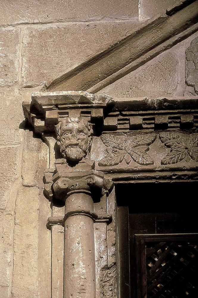 Un detall de la porta del Seminari. Foto: Vicent Marí.