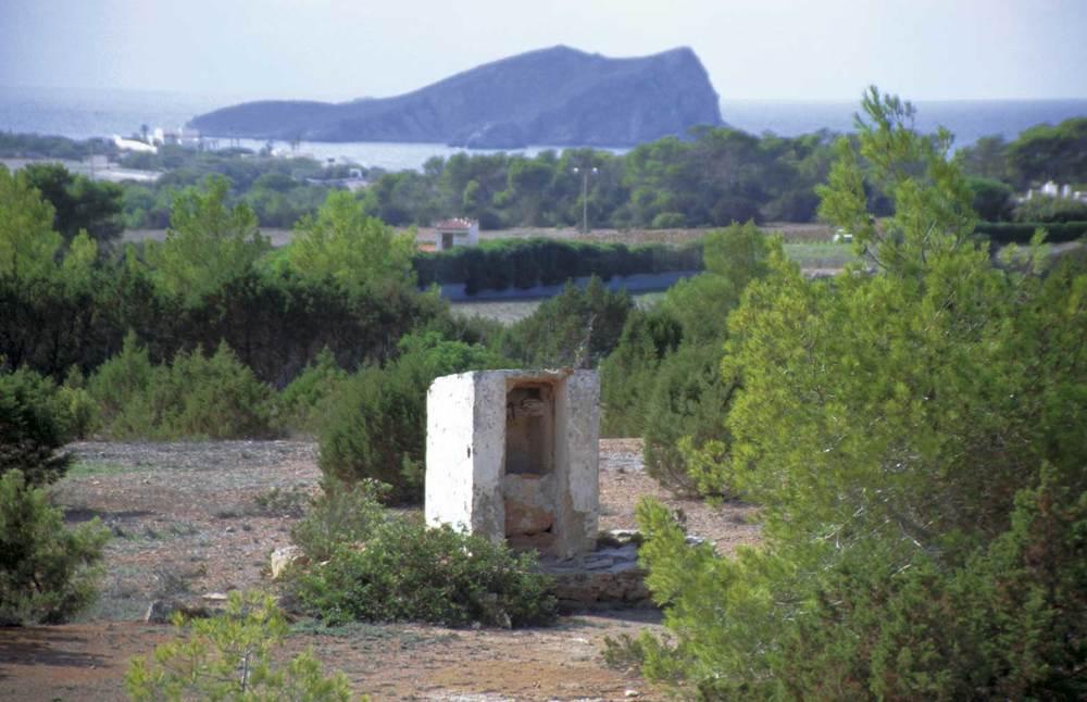 Vénda de Dellà Torrent. L´aljub d´en Roques; al fons, l´illot de s´Espartar. Foto: Art Digital.