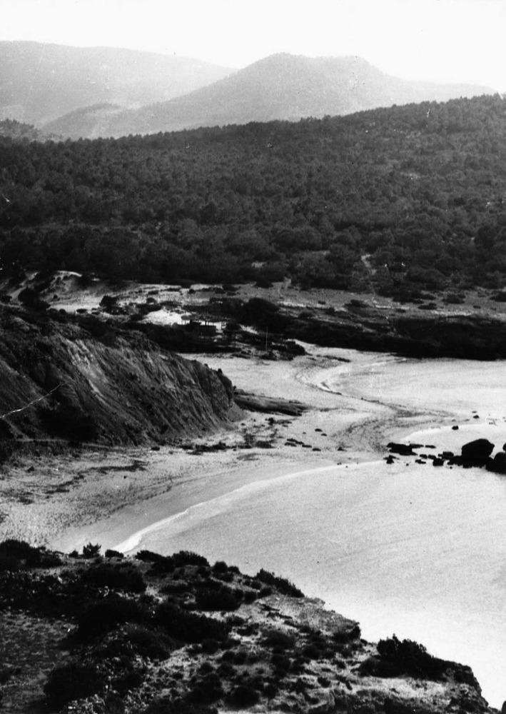 Etnografia i cultura popular. Les llegítimes solien pagar-se amb les terres de més baixa qualitat agrícola. Foto: col·lecció Marià Planells Cardona.