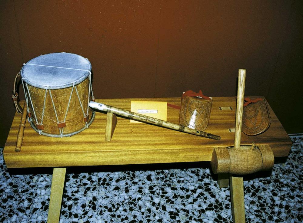 Etnografia i cultura popular. El tambor, la flaüta i les castanyoles. Foto: Josep Cardona Riera.