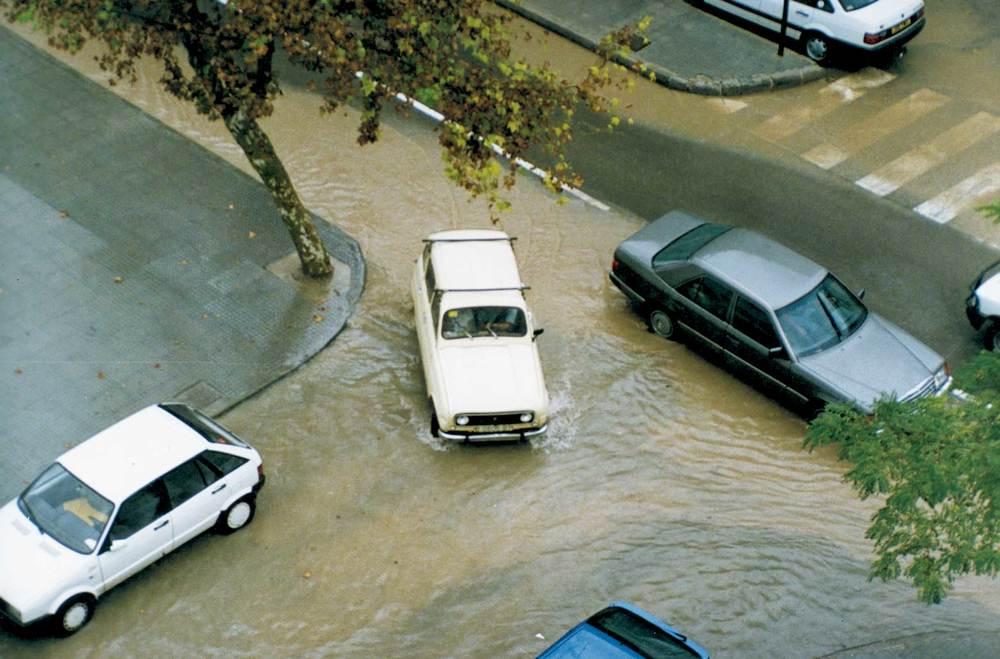 Geografia. Clima. A la tardor són freqüents els aiguats torrencials, típics del clima mediterrani. Foto: M. J. García Merchante.