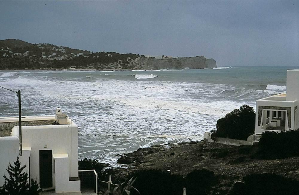 Geografia. Clima. La badia de Talamanca durant un temporal. Foto: M. J. García Merchante.