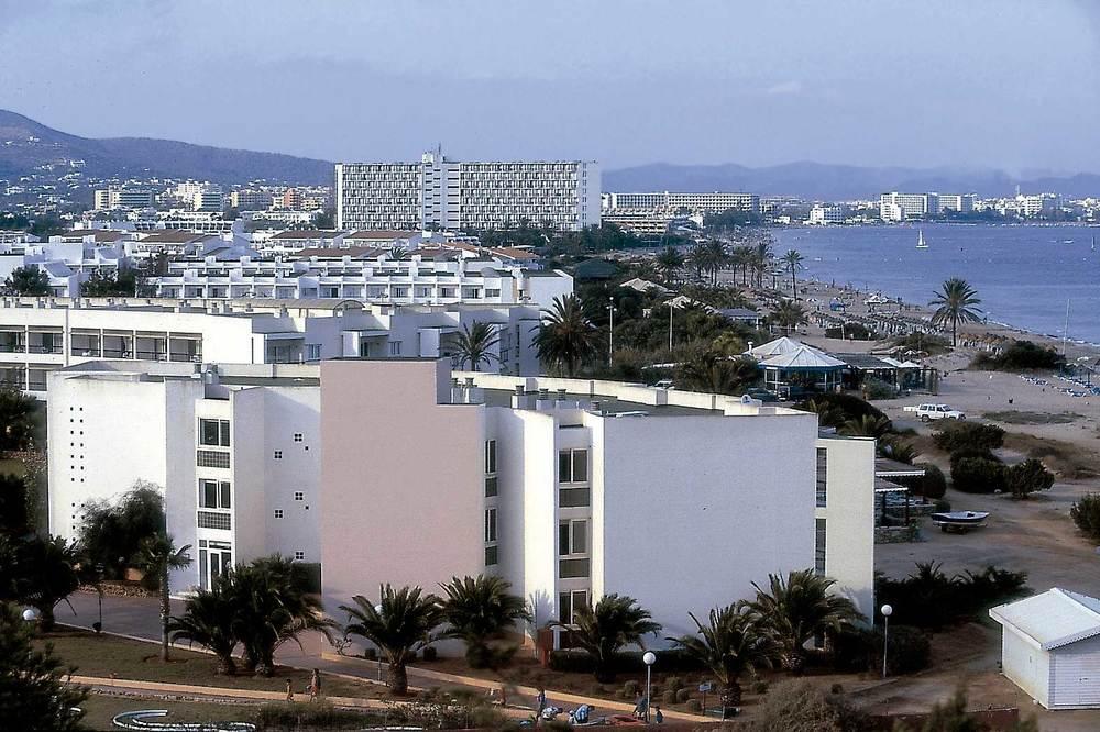 Geografia. Biogeografia. Urbanització turística a la platja d´en Bossa. Foto: Raymar.