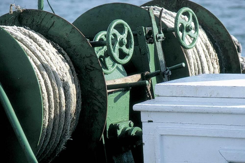 Geografia. Ecogeografia. La introducció de nous sistemes de pesca basats en la mecanització de les embarcacions i en l'ús d'aparells electrònics de localització de bancs de peix ha portat a la sobreexplotació dels recursos pesquers. Foto: Joan Costa-Hoevel Schwab.