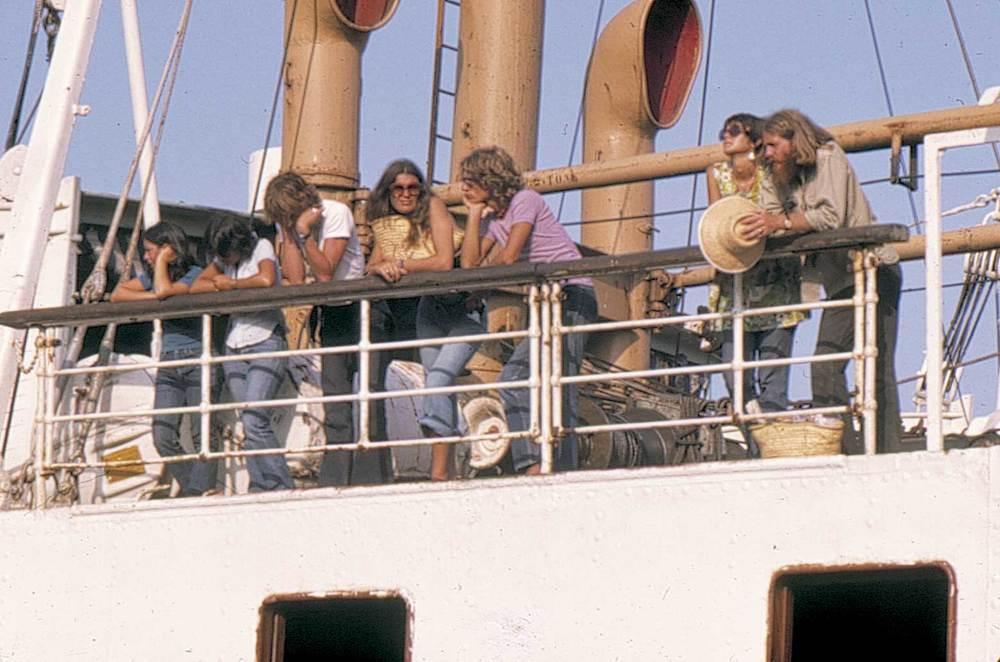 Geografia. Sector terciari. Turistes de començament dels anys setanta. Foto: Marià Planells Cardona.
