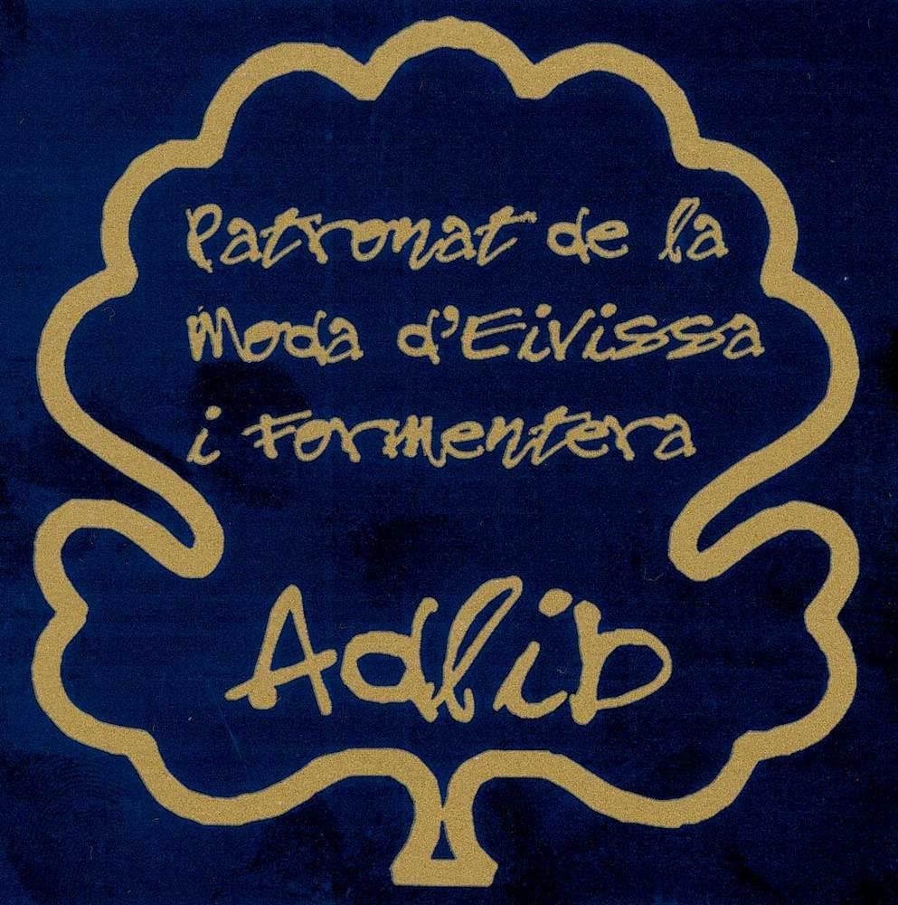 Geografia. Sector terciari. La moda Adlib, creada el 1971 inspirada per les robes i els vestits típics de les Pitiüses, s´ha emprat freqüentment com a reclam turístic.