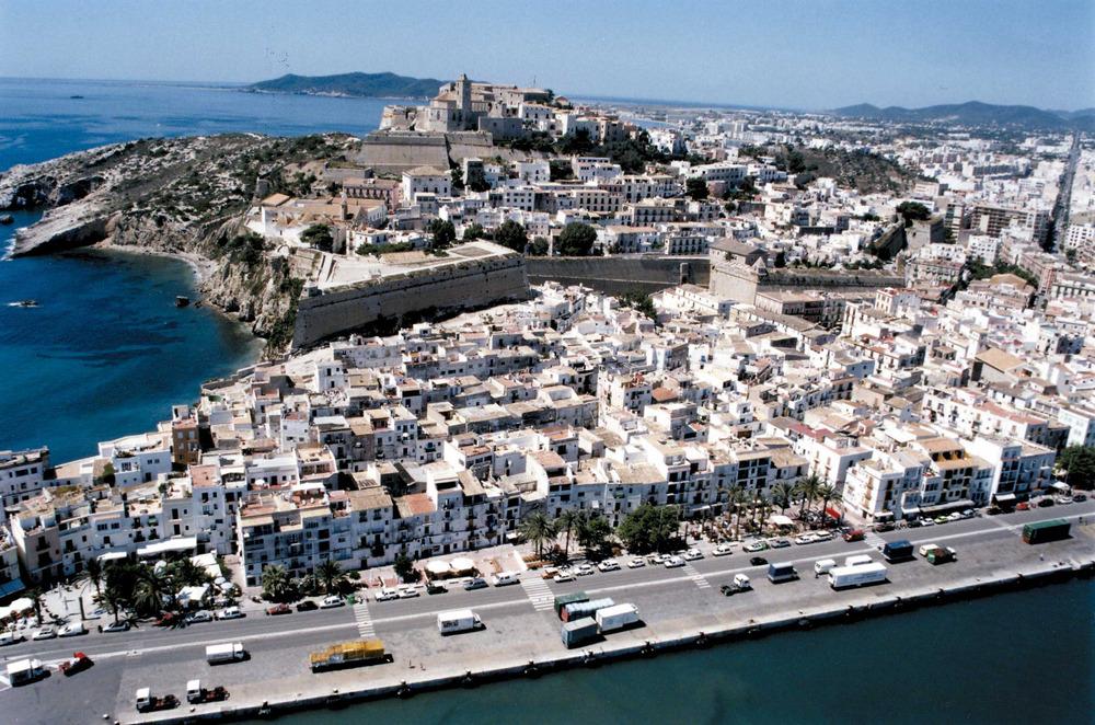 Ciutat d´Eivissa. Vista aèria dels barris de la Marina, sa Penya i Dalt Vila. Foto: Joan Antoni Riera.