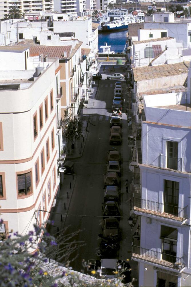 Ciutat d´Eivissa. Història i evolució urbana. S´Estacada, del s. XVIII, transcorria pel carrer de Montgrí. Foto: Vicent Marí.