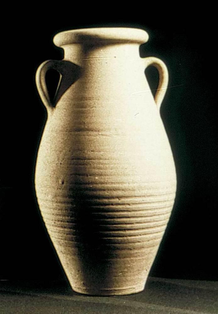 Època feniciopúnica. Gerra punicoebusitana que contenia les restes òssies d´un enterrament de cremació. S. II aC. Foto: cortesia del Museu Arqueològic d´Eivissa i Formentera.