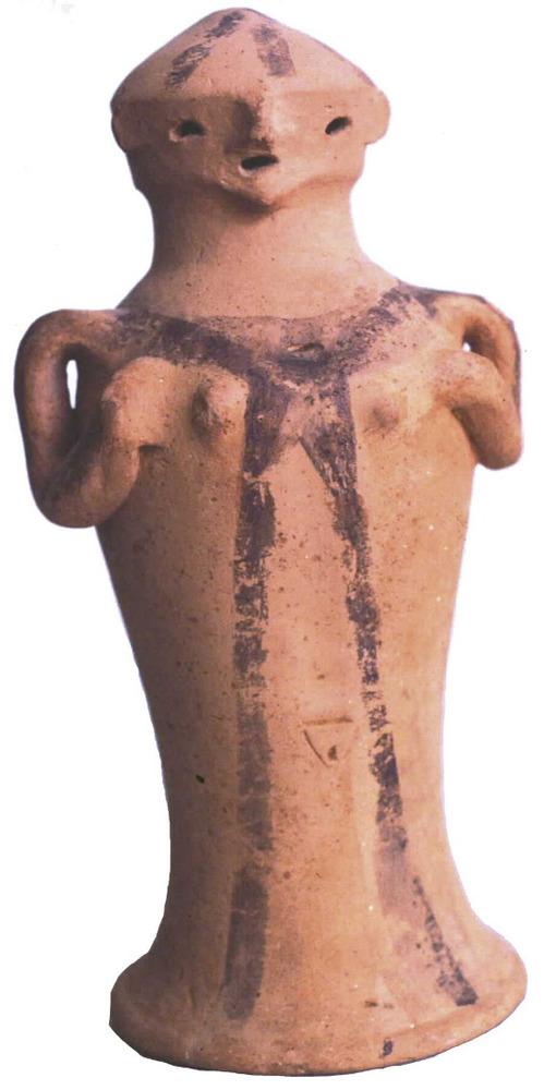 Època feniciopúnica. Exvot femení amb decoració pintada del santuari de s´Illa Plana, que pertany al s. V aC. Foto: cortesia del Museu Arqueològic d´Eivissa i Formentera.