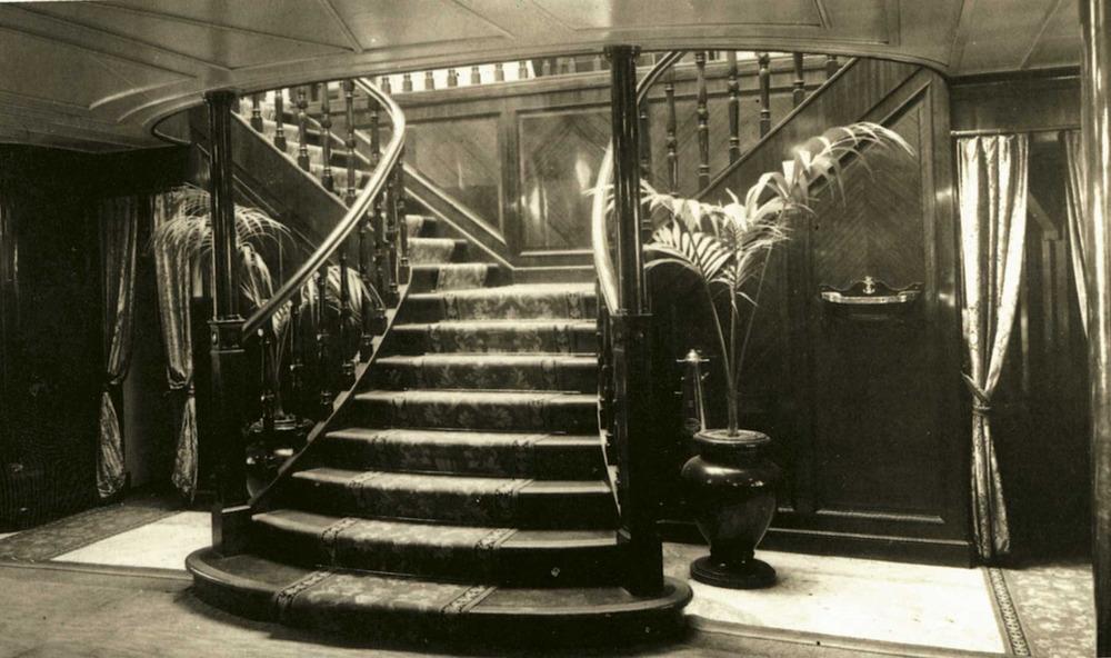 Hist&ograve;ria contempor&agrave;nia. Una altra imatge, en aquest cas de l´interior del mateix vaixell. Extret de <em>Todo Avante</em> / Companyia Trasmediterr&aacute;nea.
