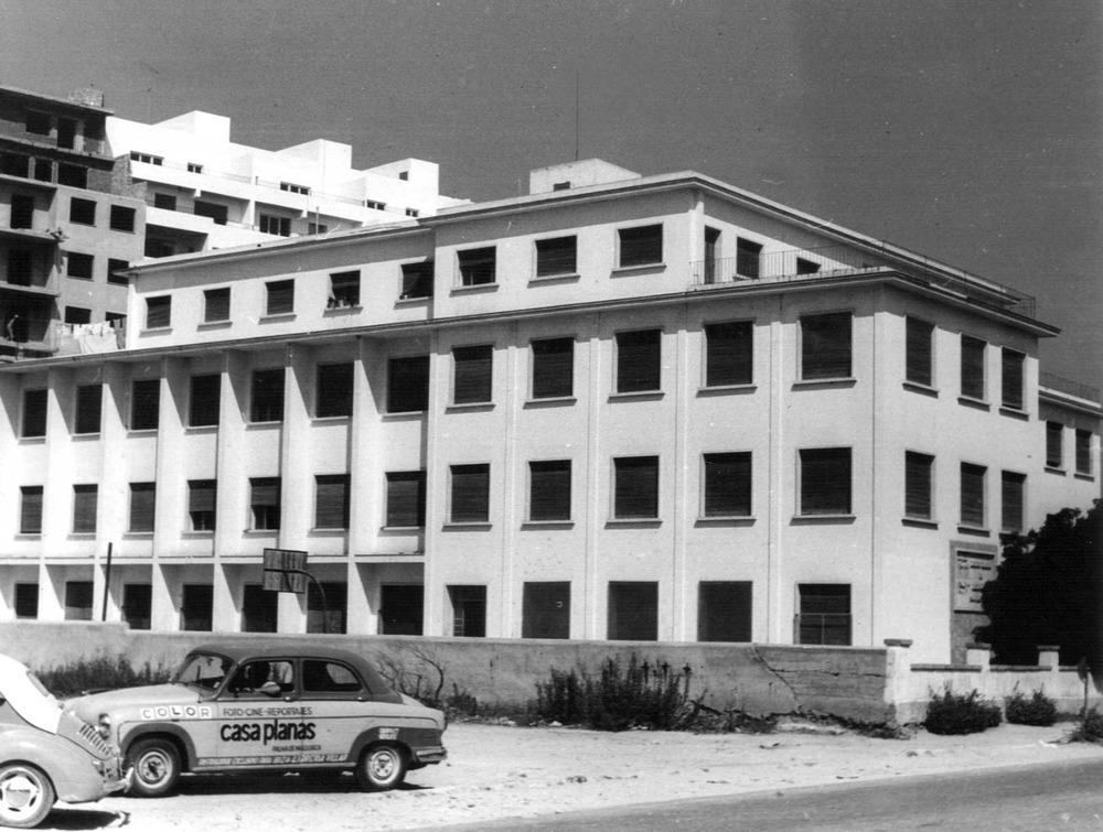 Història contemporània. Antic edifici de l´Institut Santa Maria, el projecte del qual fou aprovat l´any 1955. Foto: cortesia de l´IES Santa Maria.