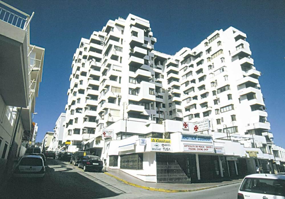 Història contemporània. Edifici Tanit, de Sant Antoni. És una de les primeres construccions de gran altura a l´illa d´Eivissa. Foto: Joan Antoni Riera.