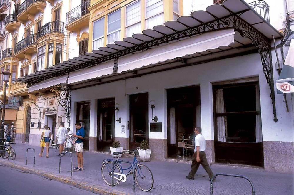 Història contemporània. La Societat Cultural i Recreativa Ebusus, que va destacar per les seues activitats a començament de la segona meitat del s. XX. Foto: Raymar.