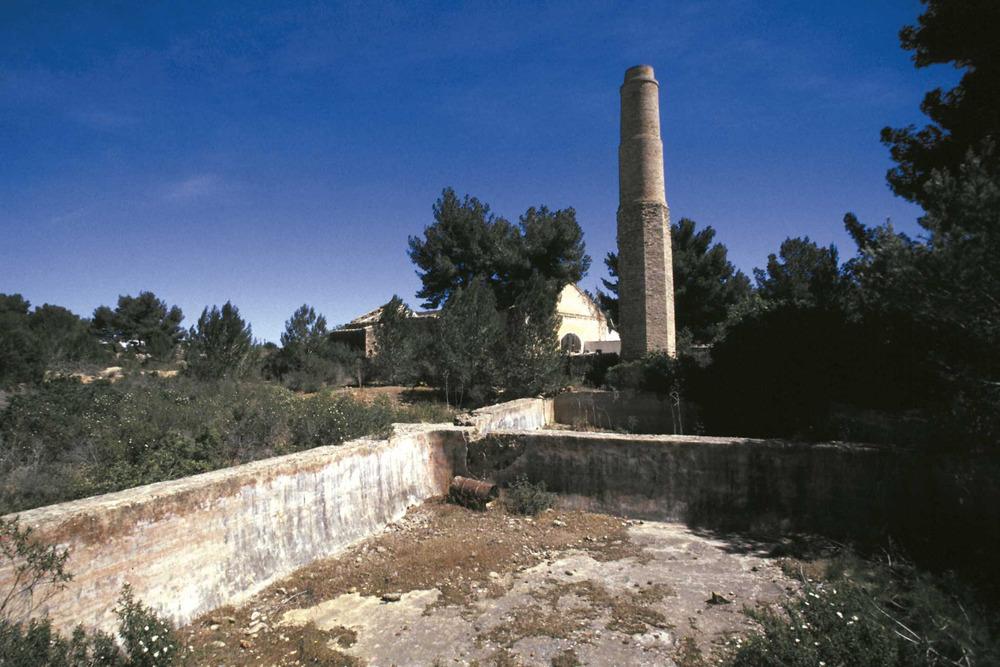 Història contemporània. Instal·lacions de les mines de s´Argentera (Sant Carles). Foto: Joan Antoni Riera.