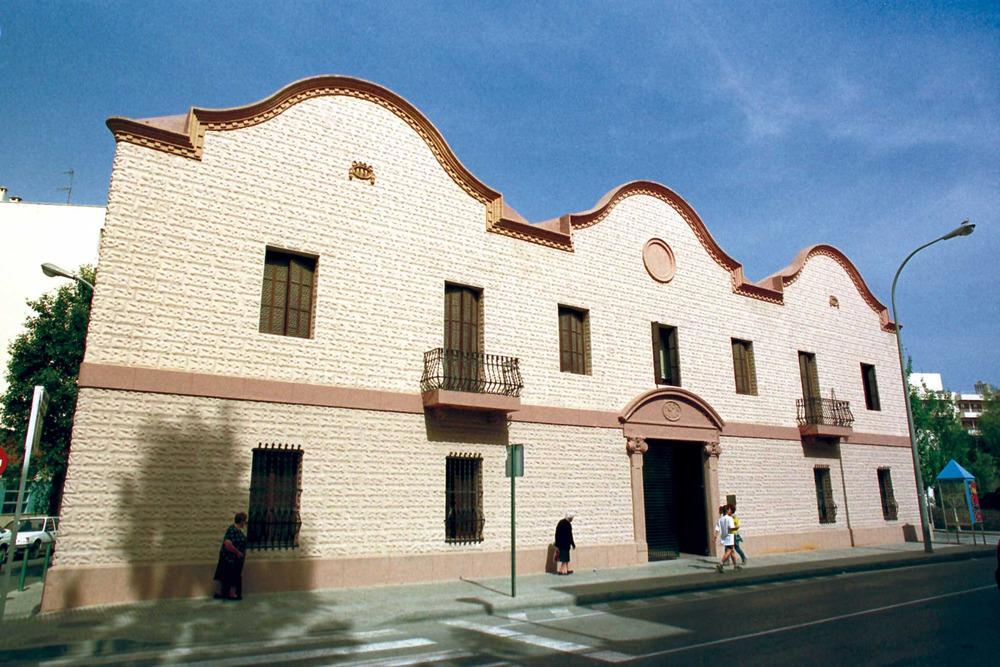 Història contemporània. La fàbrica tèxtil de Can Ventosa. Són dos exemples dels intents de modernització de l´economia eivissenca a començament del s. XX. Foto: Vicent Marí.