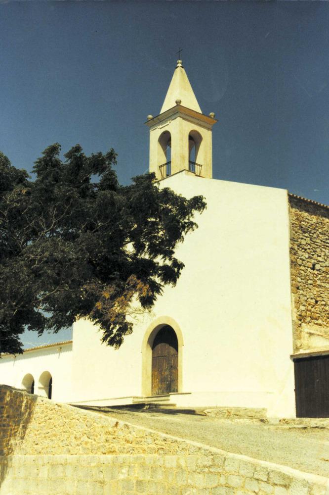 """L´església de Sant Joan. Foto: Vicent Ribas """"Trull""""."""