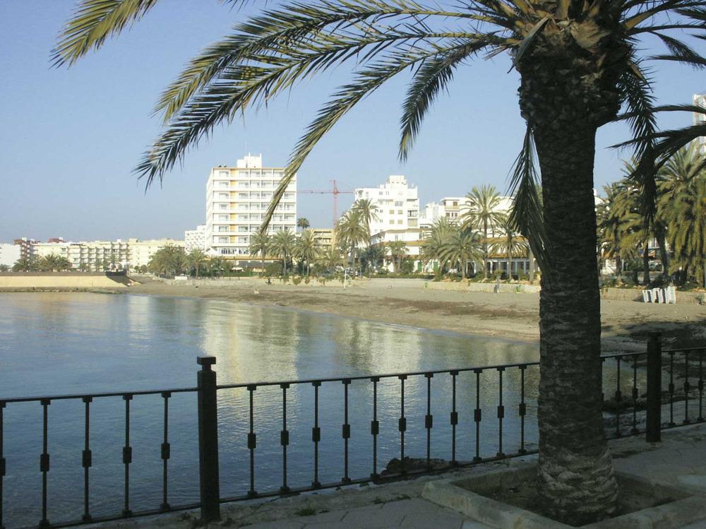 Ses Figueretes. La platja des del passeig marítim. Foto: Felip Cirer Costa.