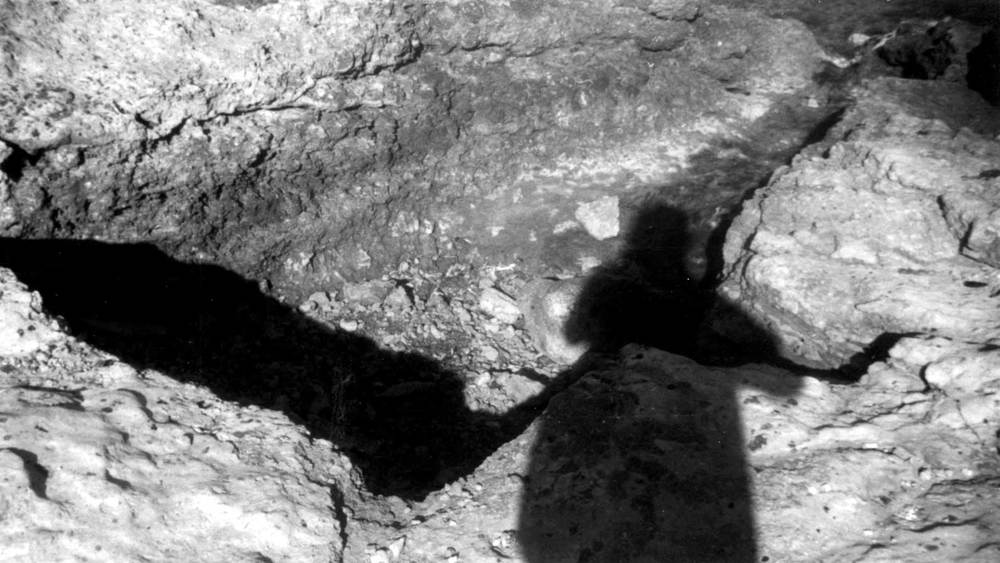 Ses Figueretes. Cubeta de forma trapezoïdal tallada a la roca, amb comunicació amb la mar. Foto: Joan Ramon Torres.