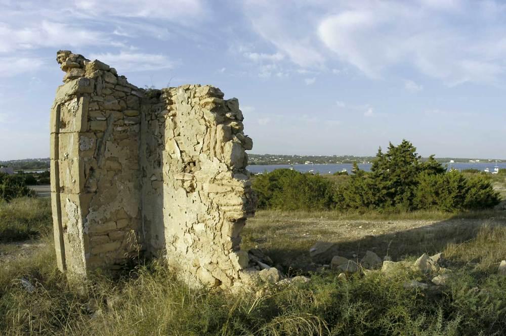 Formentera. Època contemporània. Restes del camp de presoners de la Savina, testimoni de la repressió franquista a Formentera. Foto Pins.