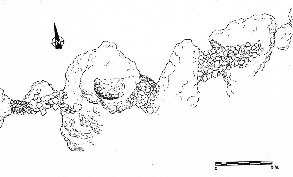 Formentera. Època medieval andalusina. Planimetria de les estructures defensives, possiblement medievals, que protegeixen l´entrada de sa cova des Fum.