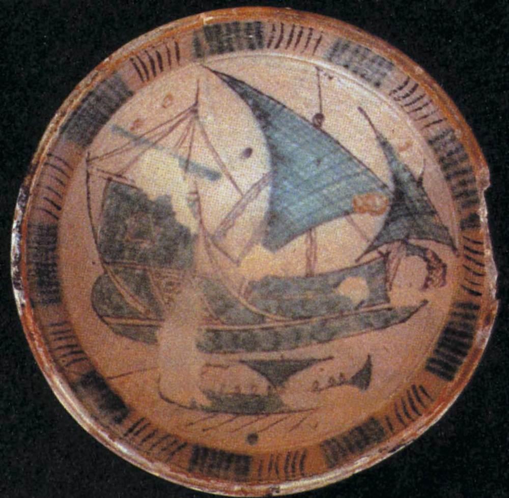 Formentera. Època medieval andalusina. Plat mallorquí (s. XI) representant una nau. Era col·locat a San Piero a Grado (Pisa).