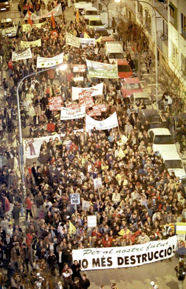 Imatge de la manifestació del gener de 1999, organitzada pel Grup d´Estudis de la Naturalesa.