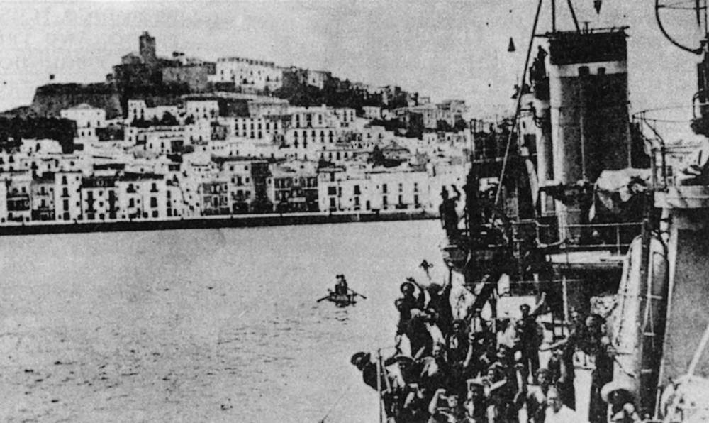Guerra Civil Espanyola. El destructor <em>Almirante Antequera</em> entrant al port d´Eivissa.