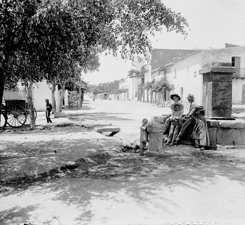La Il·lustrració proposava concentrar la població en pobles; únicament va tenir un cert èxit a Santa Eulària des Riu. Foto: Centre Excursionista de Catalunya.