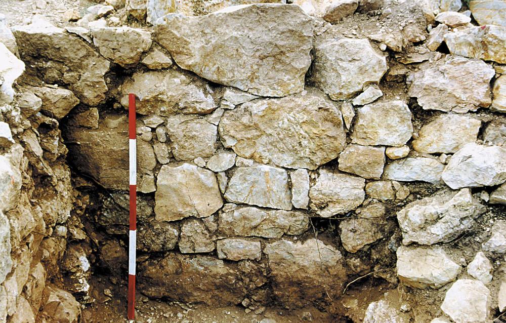 Cap des Llibrell. Detall constructiu del mur 12, d´època púnica. Foto: Joan Ramon Torres.