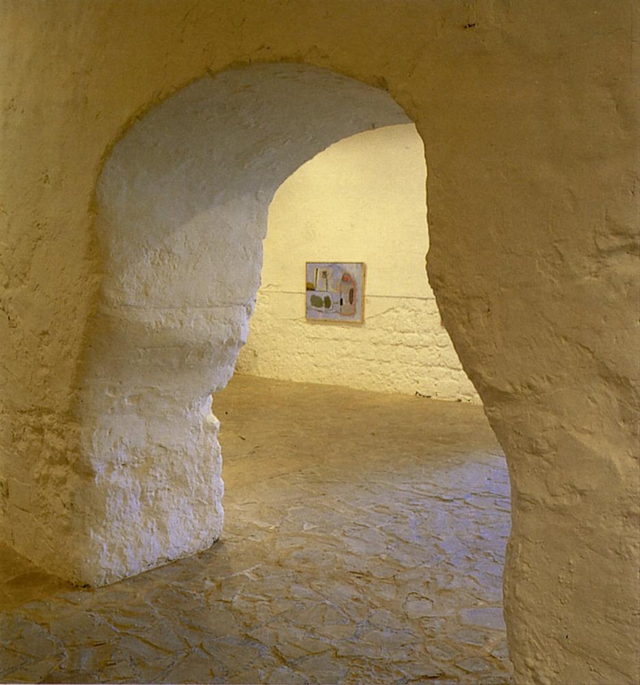Porta de comunicació entre les sales inferiors del Museu d´Art Contemporani d´Eivissa. Foto: Toni Pomar / Museu d´Art Contemporani d´Eivissa.