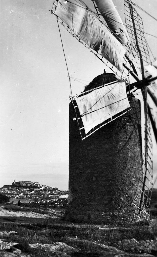 Es Puig d´en Valls. El molí, en una imatge dels anys quaranta del s. XX. Foto: col·lecció de Neus Riera Balanzat.