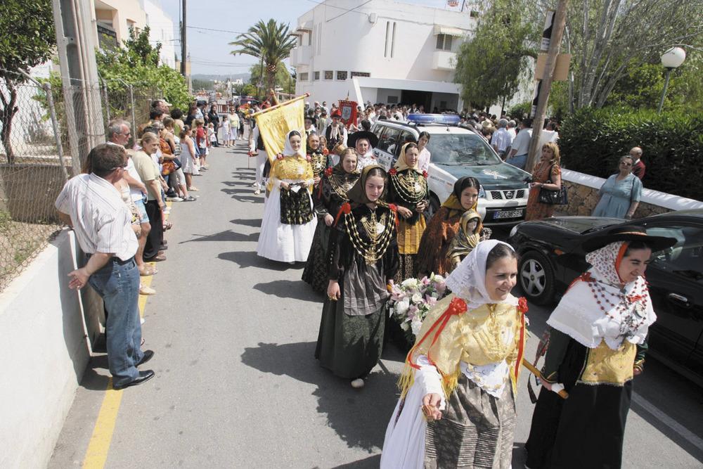 Es Puig d´en Valls. Una processió del dia del poble, que se celebra el tercer diumenge de maig. Foto: Vicent Marí.