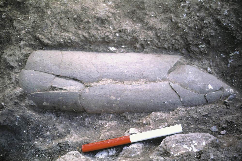 Necròpolis del Puig des Molins. Fase imperial romana mitjana. Enterrament infantil en àmfora, que es dipositava en una fossa també excavada al terra. Foto: Museu Arqueològic d´Eivissa.