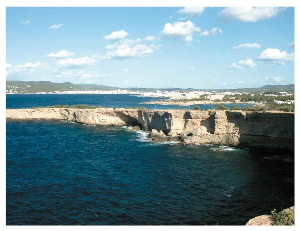 Sant Agustí des Vedrà. La costa esglaonada de Penyals, entre es port des Torrent i la Bassa. Foto: Felip Cirer Costa.