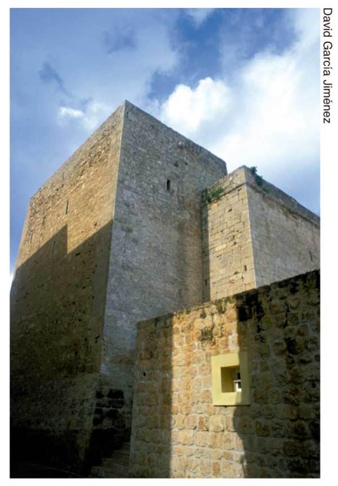 Sant Antoni de Portmany. La torre de l´església, de típica factura medieval. Foto: David García Jiménez.