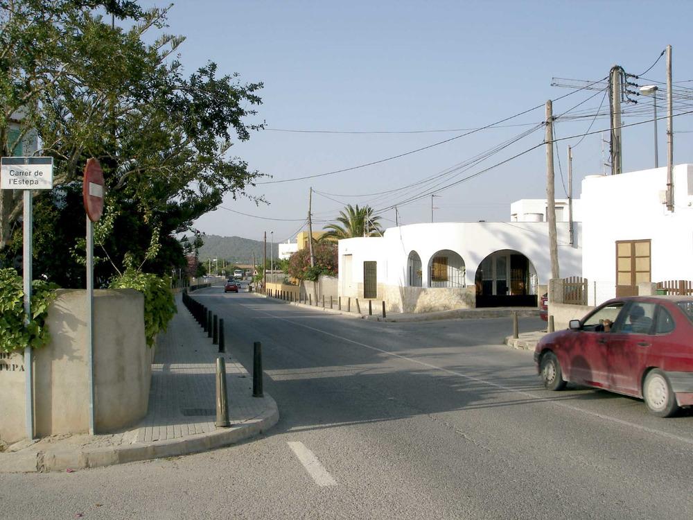 Sant Antoni de Portmany. Ses Païsses, amb la via de circumval·lació que comunica amb la zona S de la badia de Portmany. Foto: EEiF.