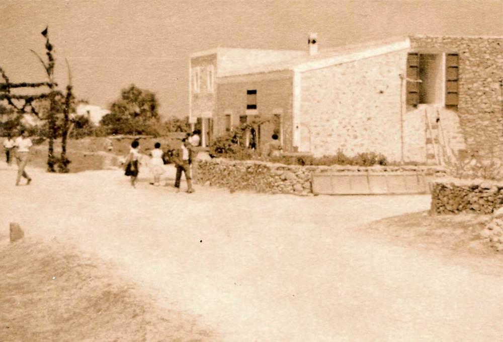 Sant Ferran de ses Roques. El poble a principi de juliol de 1956, dia en què el ministre d´obres públiques, el comte de Vallellano, visità l´illa.