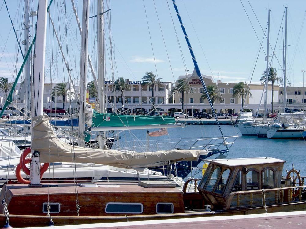 Sant Francesc Xavier. El port de la Savina, que es començà a desenvolupar turísticament els anys cinquanta del s. XX. Foto: Joan A. Parés.